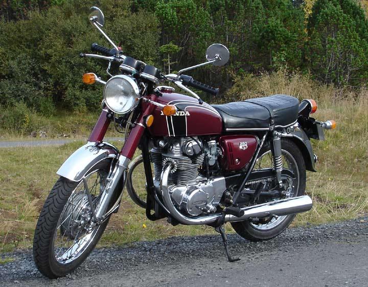 Les 250 cc (et aussi les 350/400) Honda-CB250-72