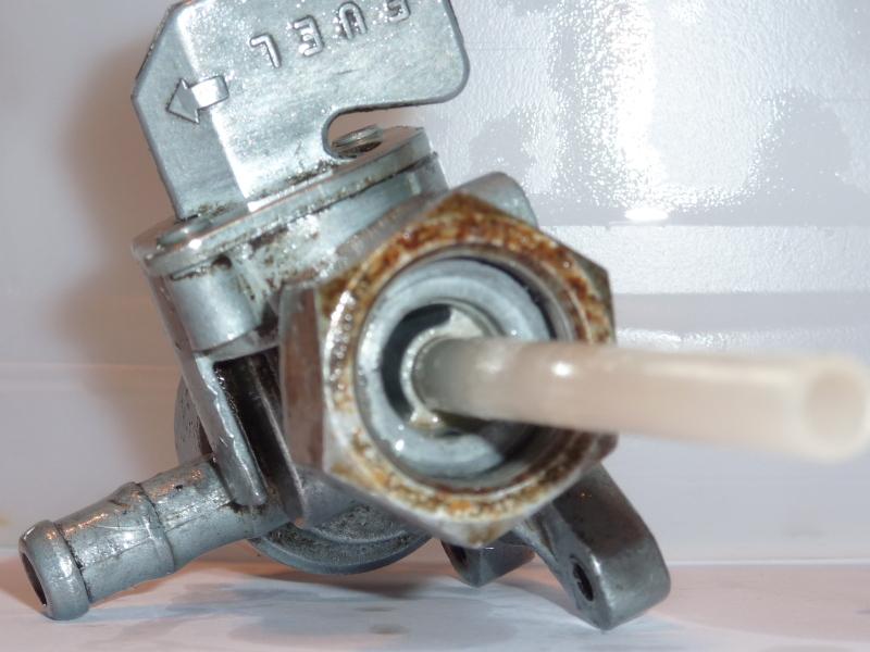 Vt1100c (sc23) : soucis de réserve  Robinet%20d'essence%20650%20(01)(800x600)